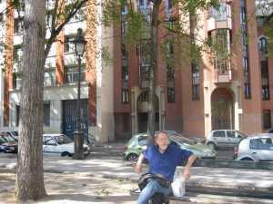 Paris - Janne nära Stalingraf. på bänken vid kanalen 2