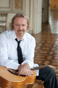 Umberto Tozzi med gitarr